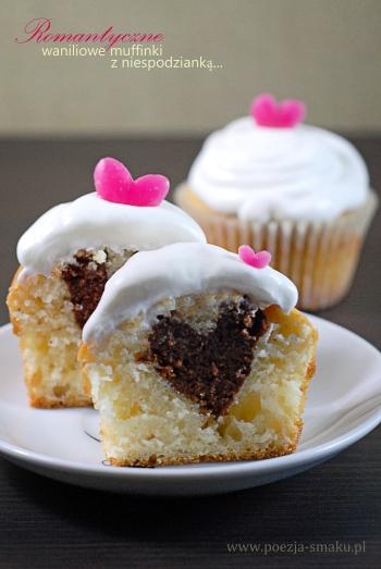Romantyczne waniliowe muffiny z niespodzianką