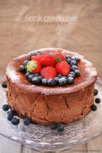 Wysoki sernik czekoladowy z mascarpone