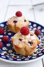 Muffinki migdałowe z malinami