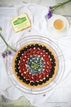 Maślana tarta z owocami leśnymi