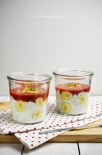 Jogurt z nasionami chia i owocami