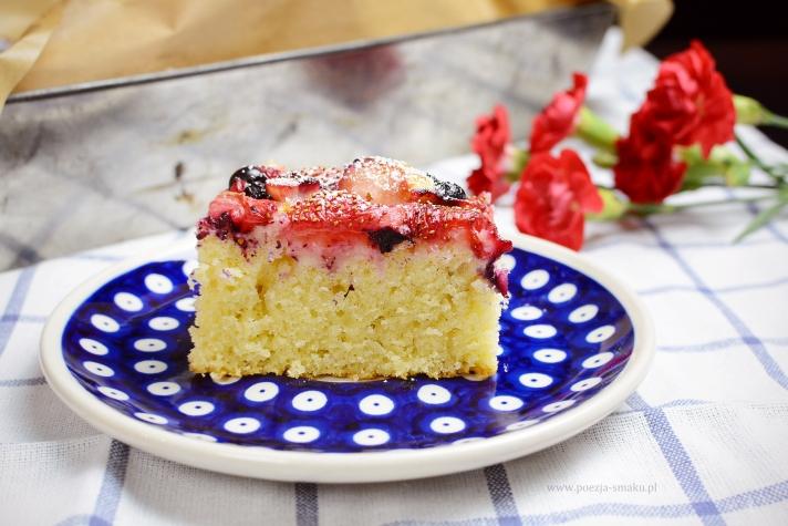 Ciasto z owocami na maślance