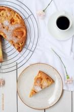 Crostata z morelami i czereśniami