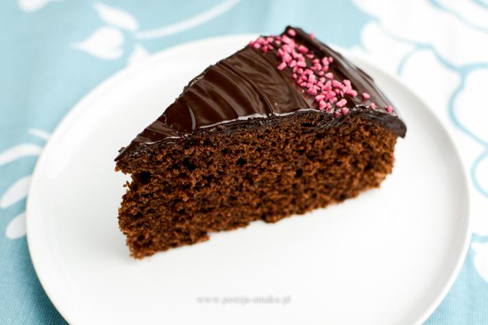 Puszyste ciasto czekoladowe na maślance
