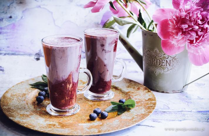 Jogurtowa czekolada do picia z jagodami