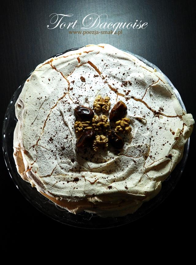 Tort bezowy Dacquoise z orzechami i daktylami