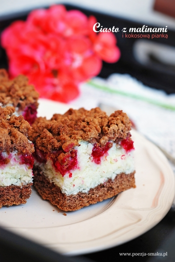 Ciasto z malinami i kokosową pianką