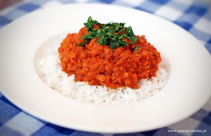 Wegetariańskie curry z czerwonej soczewicy