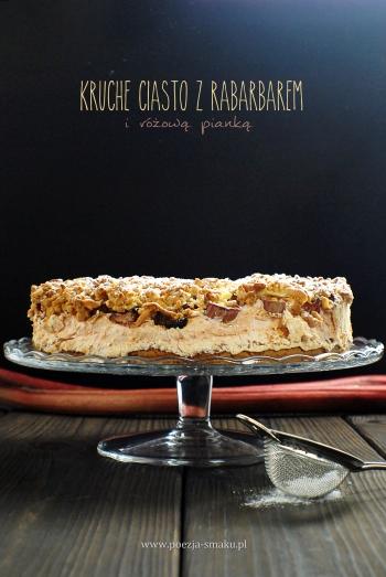 Kruche ciasto z rabarbarem i różową pianką