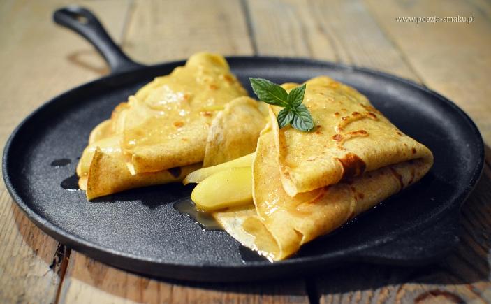 Pełnoziarniste naleśniki z karmelizowanymi gruszkami