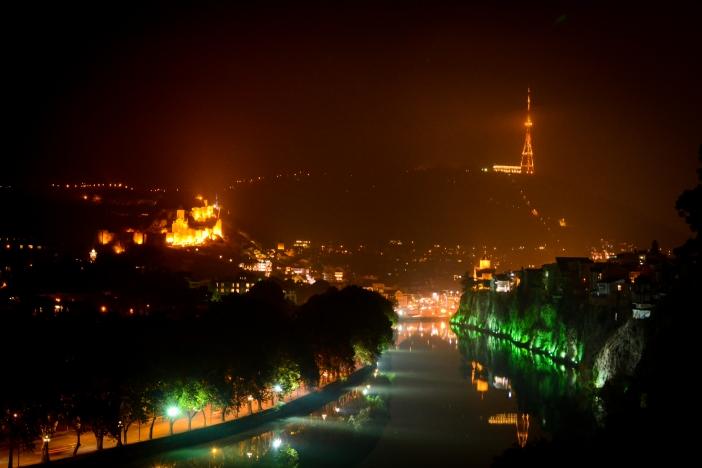 Gruzja - Tbilisi nocą