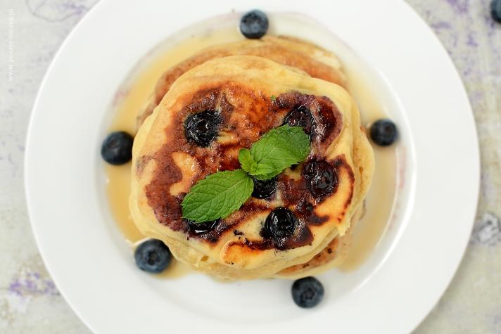 Pancakes z borówkami na maślance