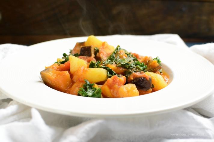 Warzywne curry z bakłażana, batata i jarmużu