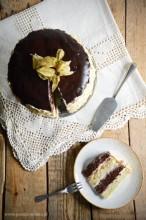 Tort czarno-biały