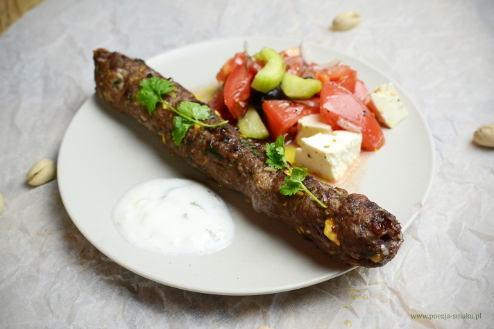 Mięsne kofty (kebaby) z pistacjami i żurawiną