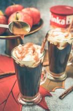 Kawa z karmelem jabłkowym