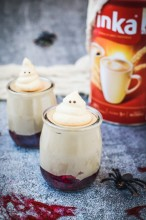 Mus kawowy z bezowymi duchami - deser na Halloween