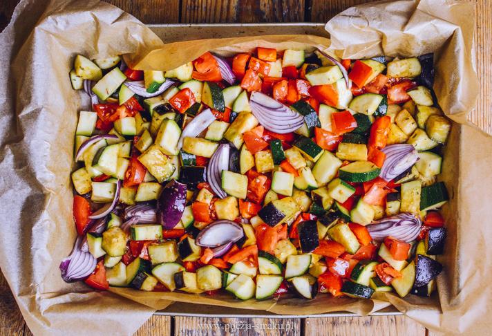 Ryba pieczona na warzywach