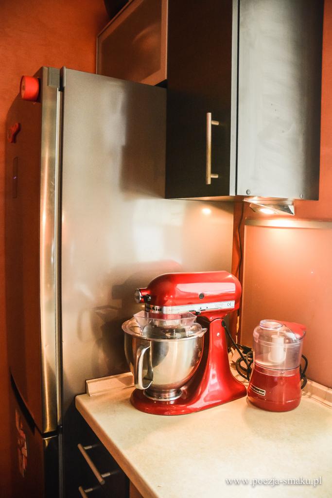 Pomarańczowa mała kuchnia, fronty wenge - przed remontem