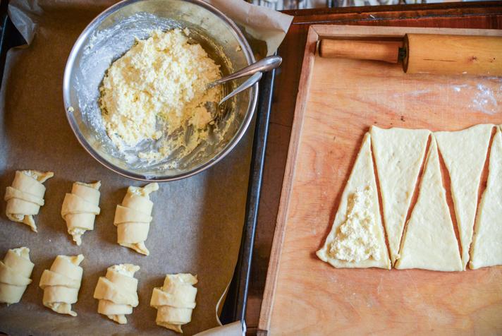 Rogaliki z serem - drożdżówki z serem