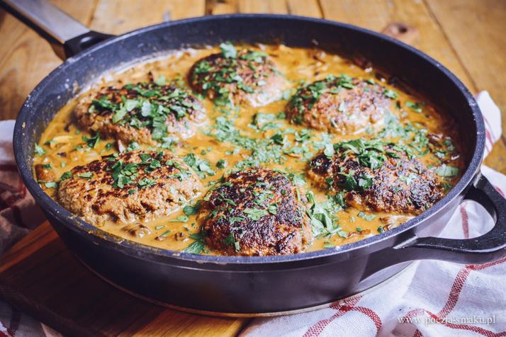 Stek Salisbury w sosie grzybowym