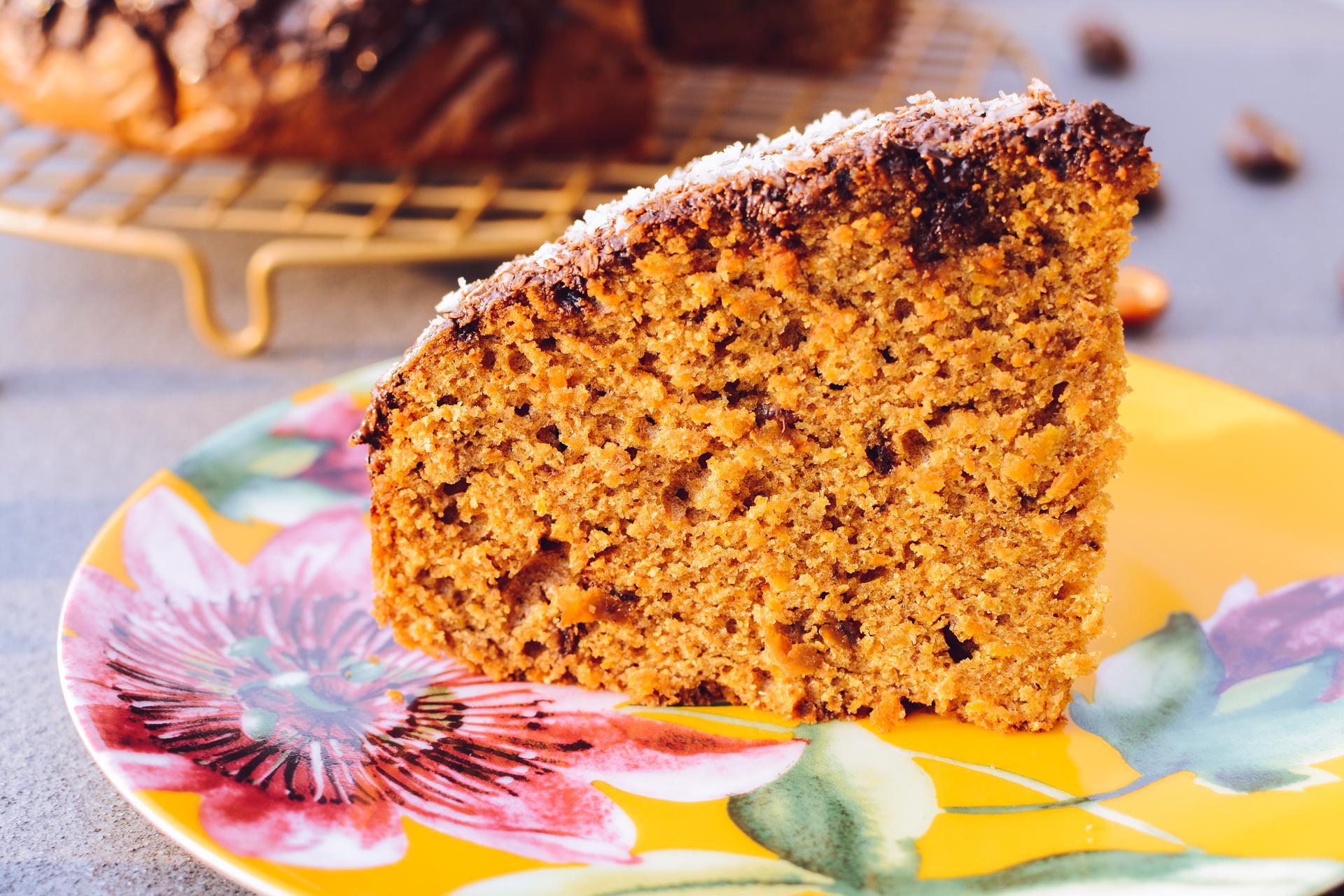 Pełnoziarniste ciasto marchewkowe z daktylami - zdrowe i sycące