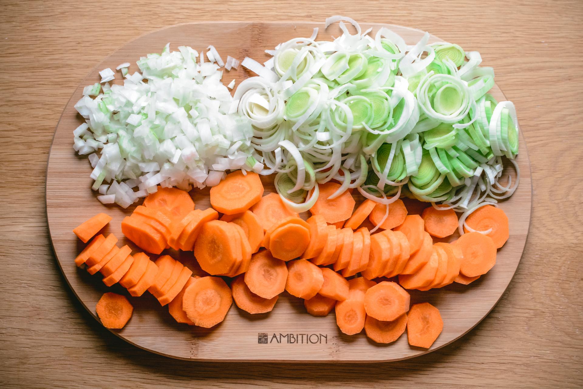 Jesienne dania - gulasz na cydrze - krojenie warzyw