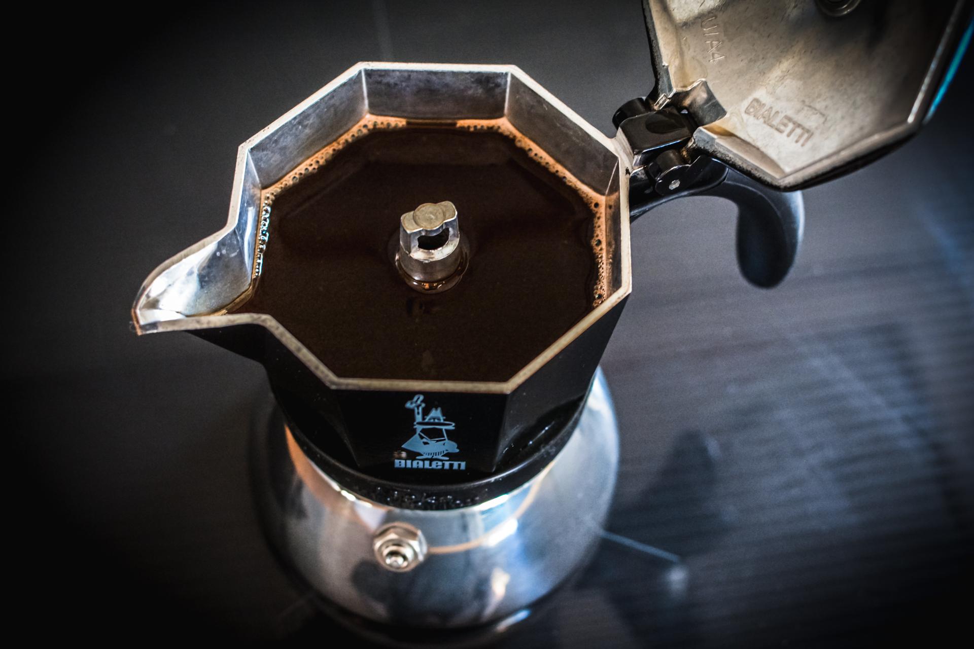 Zaparzanie kawy w kawiarce - espresso