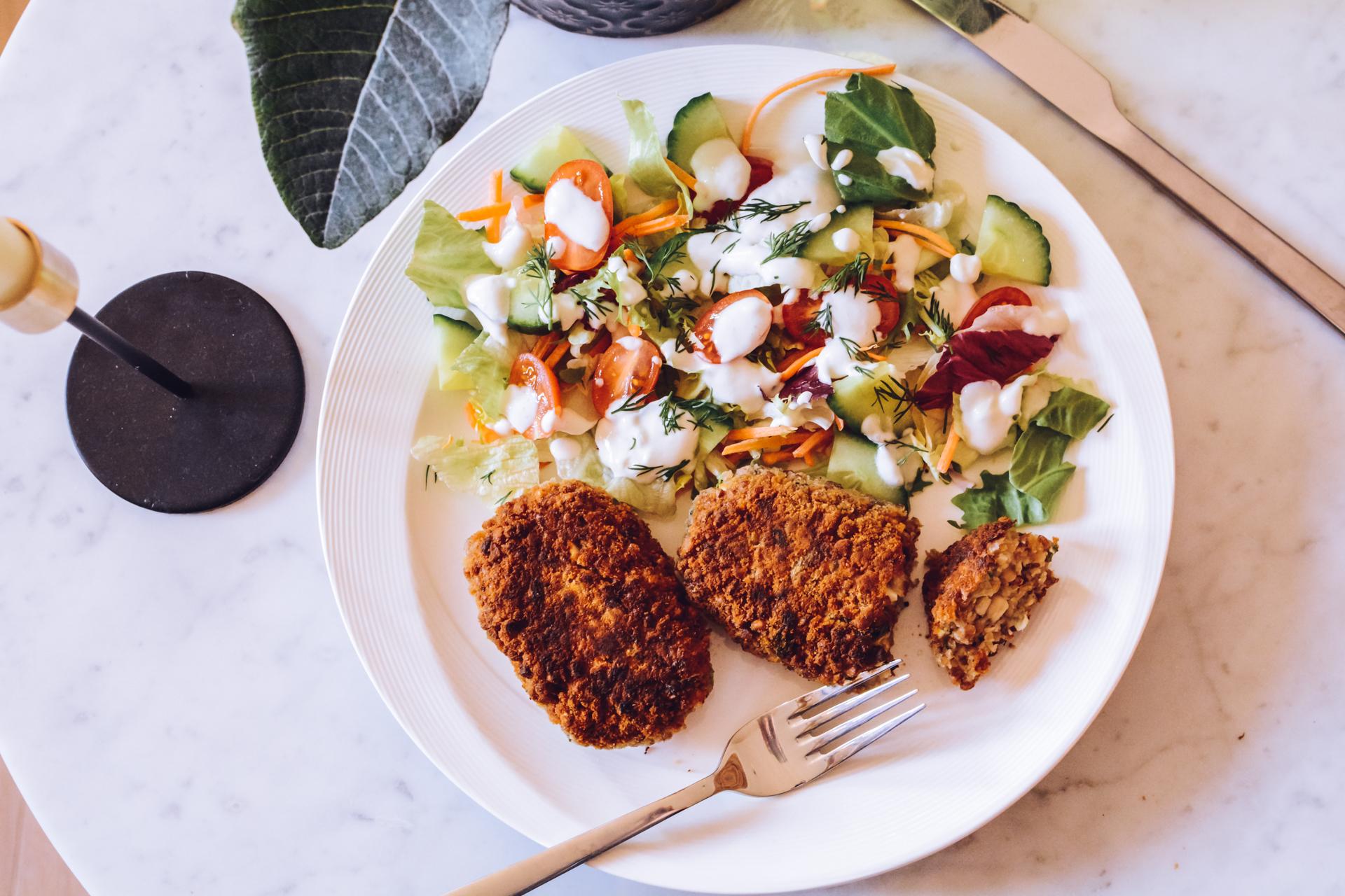 Kotlety z kaszy gryczanej, jajek i pieczarek - wegetariański obiad