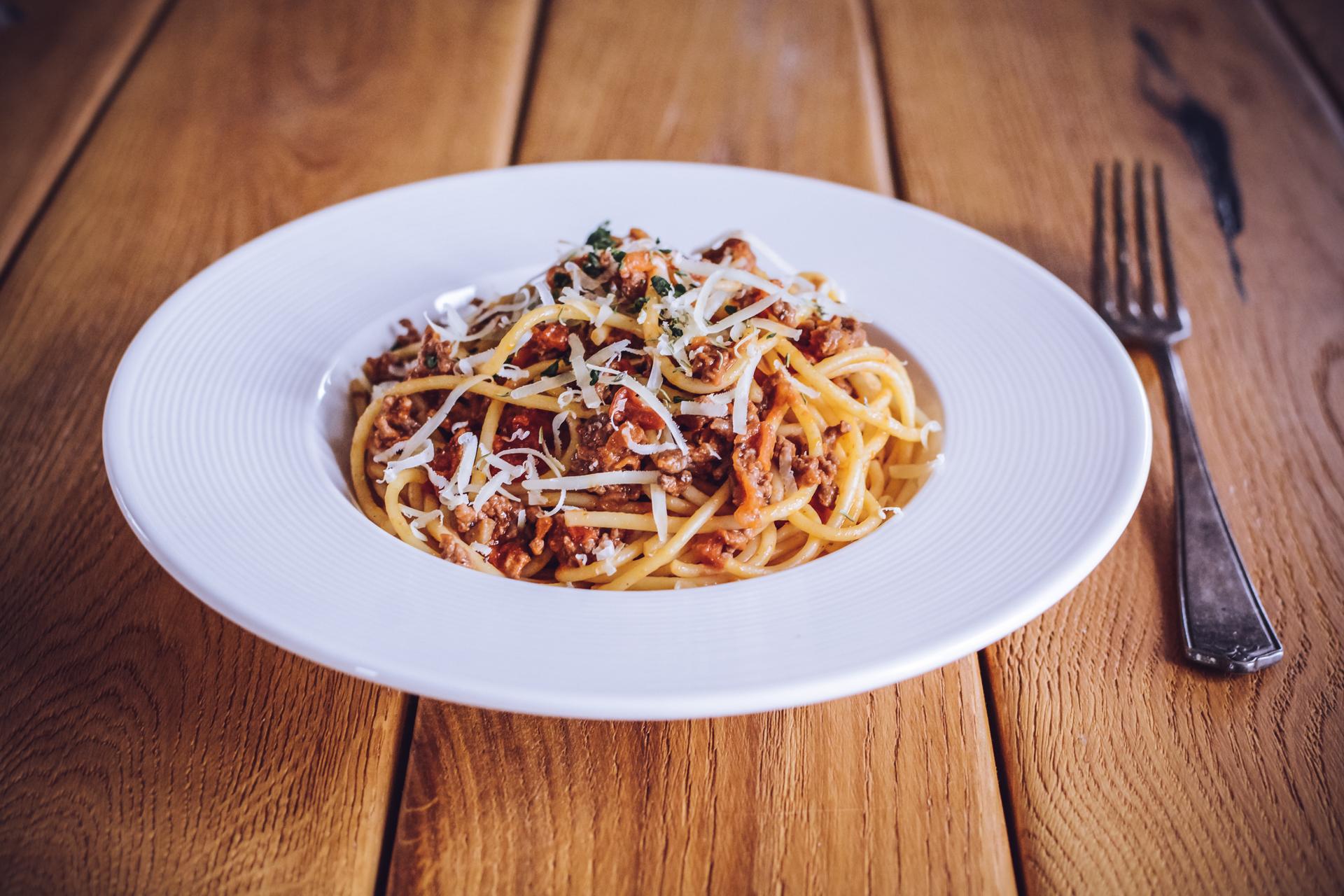 Spaghetti bolognese - z parmezanem