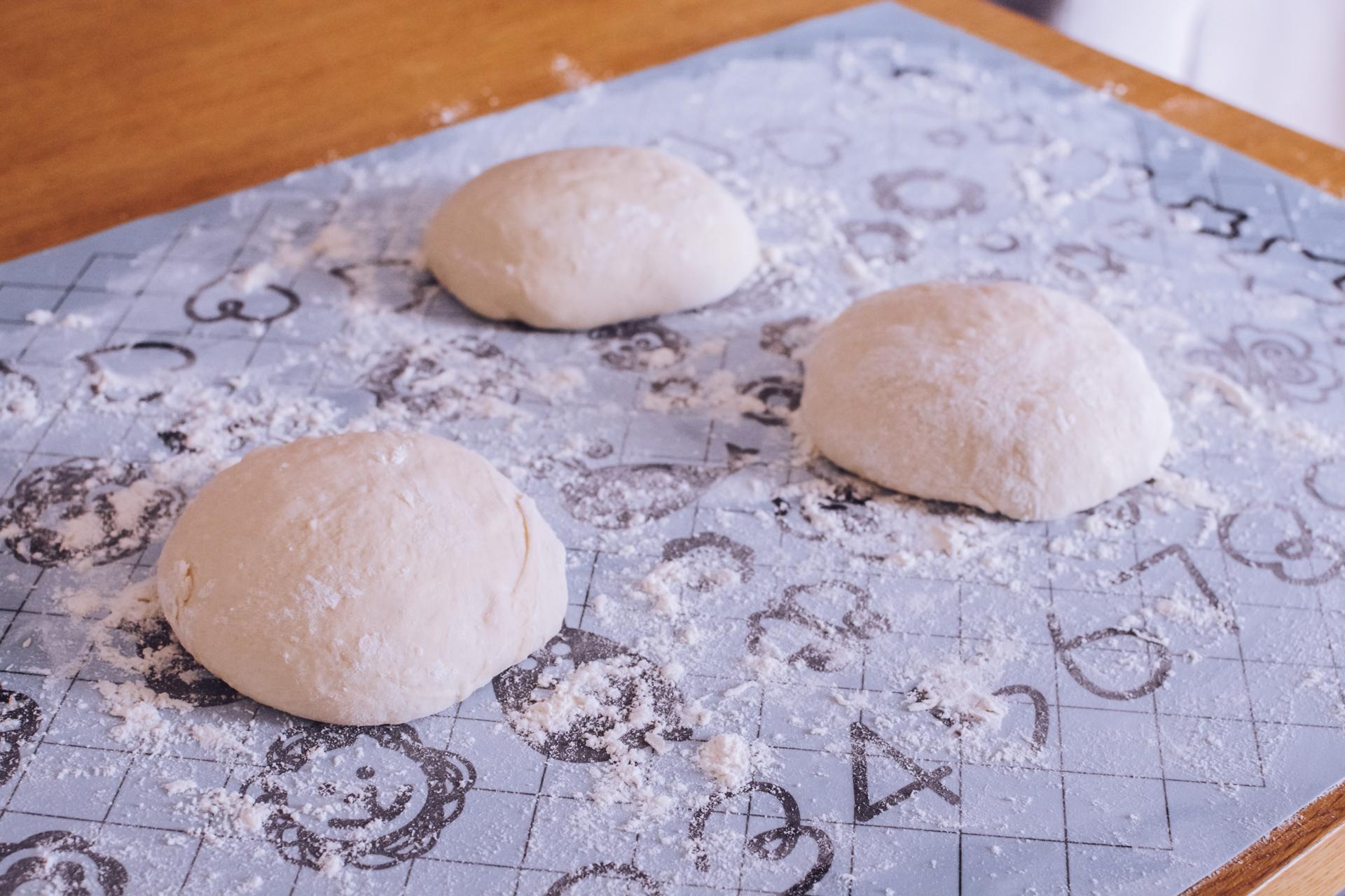 Łatwa pizza neapolitańska - prosta pizza włoska - ciasto
