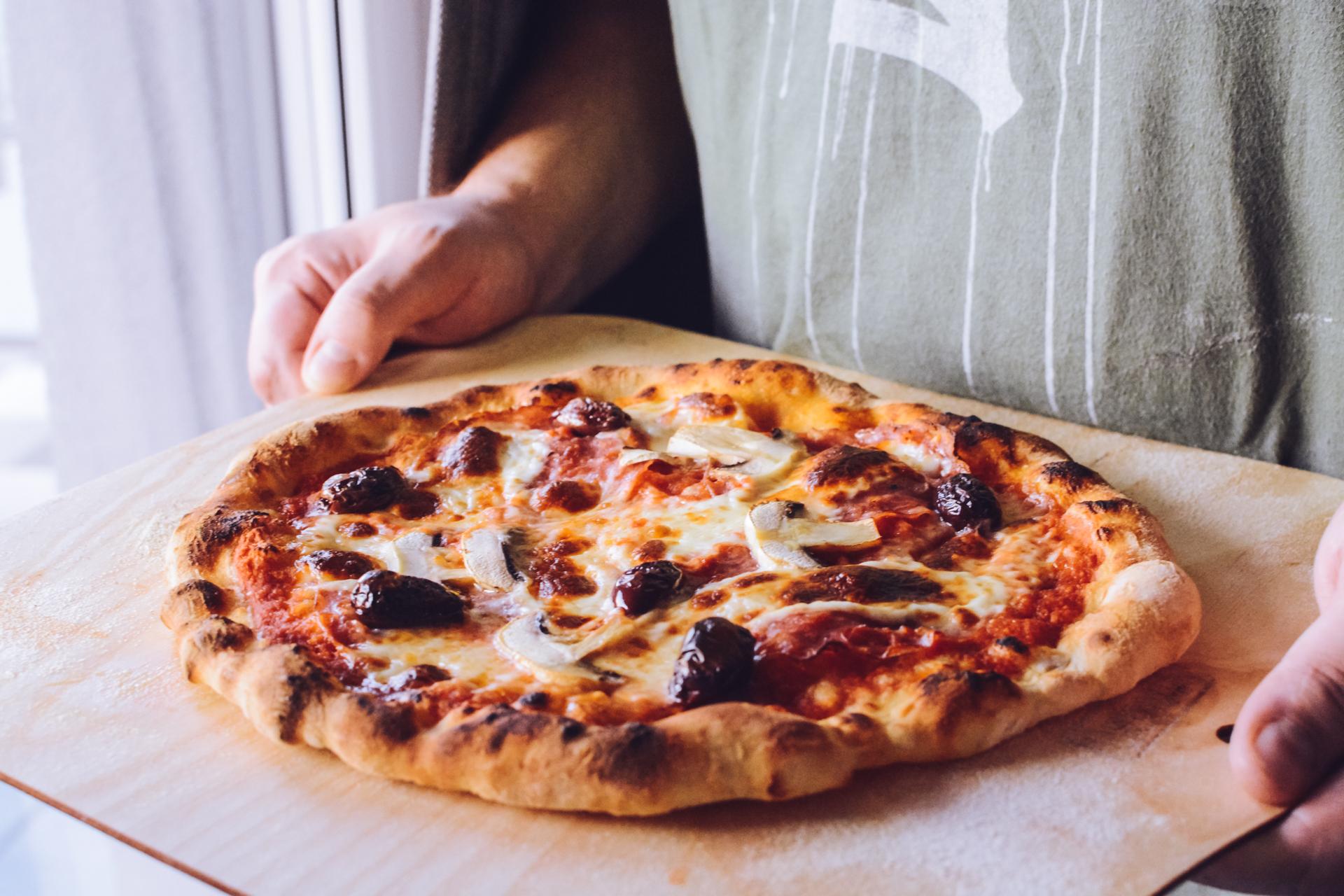 Łatwa pizza neapolitańska - prosta pizza włoska - najlepsza w domowym piekarniku