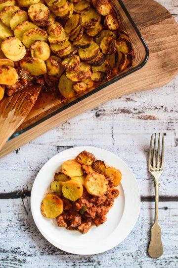 Zapiekanka gulaszowa z ziemniakami