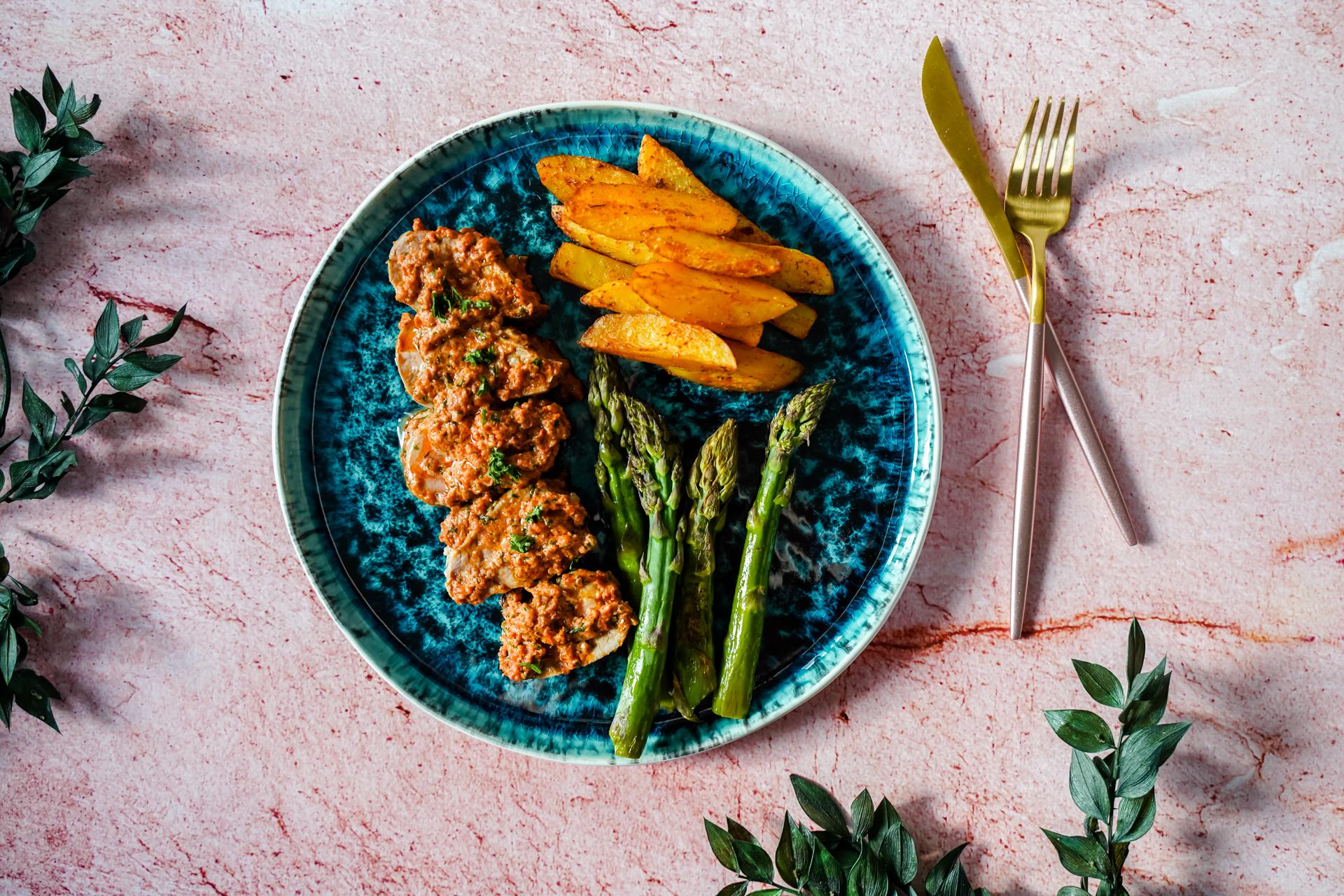 Miękkie i soczyste polędwiczki wieprzowe w sosie z suszonych pomidorów