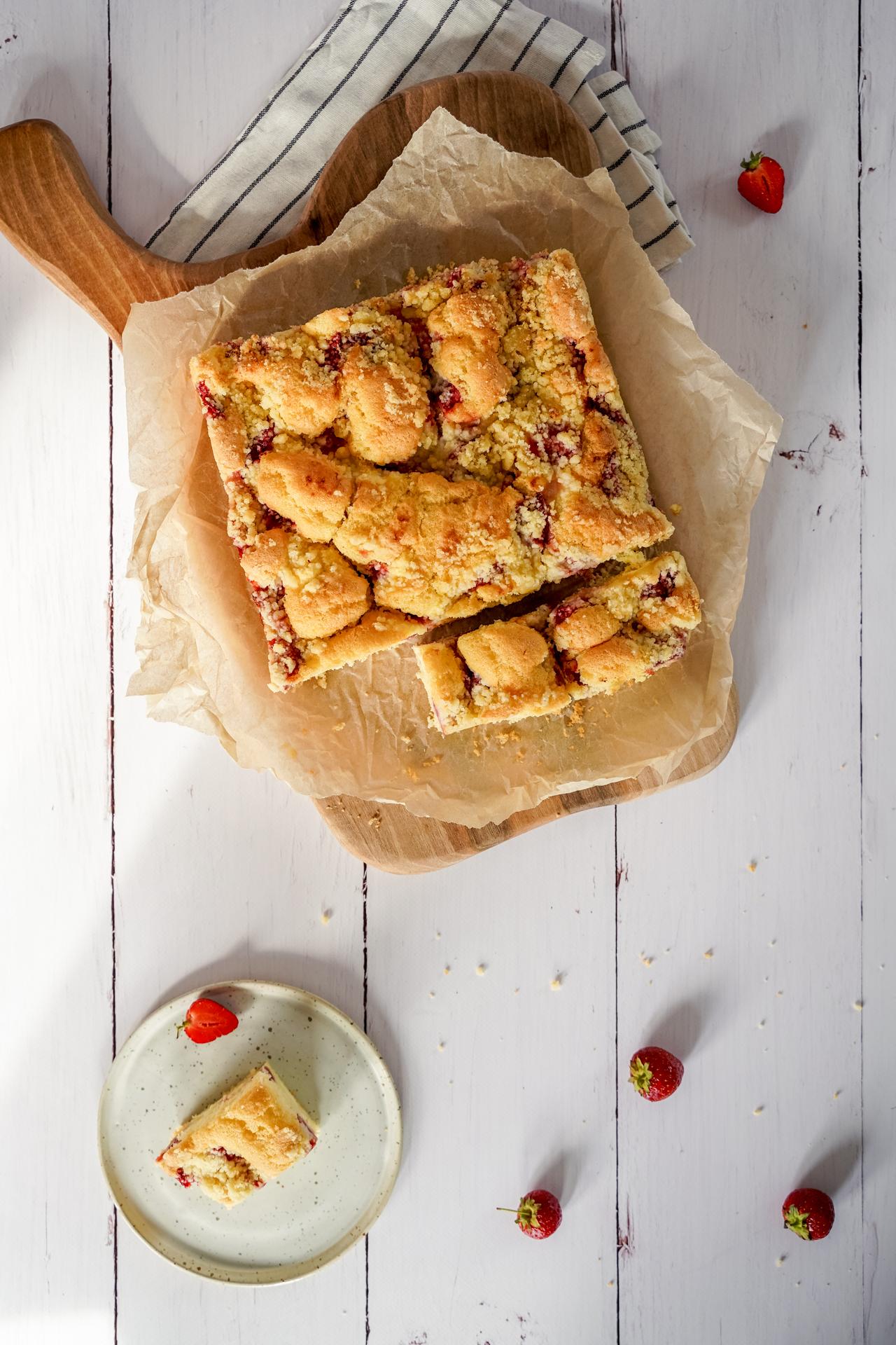 Biszkopt z serem i truskawkami